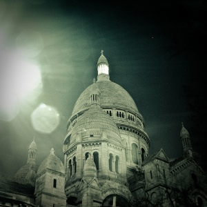 sacre coeur from below